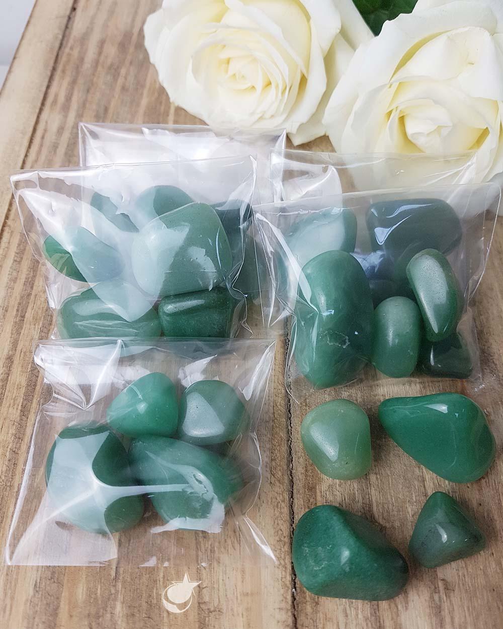 QUARTZO VERDE ROLADO - PACOTE COM 50g (4 a 5 pedras)