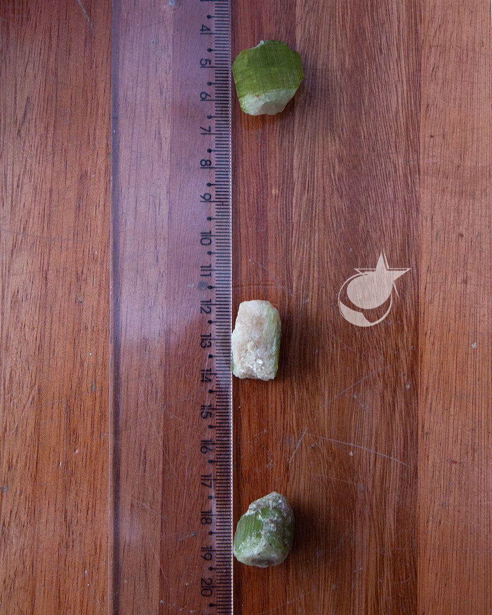 TURMALINA MELANCIA BRUTA - UNIDADE -  2 a 2,3 cm (6 a 8g)