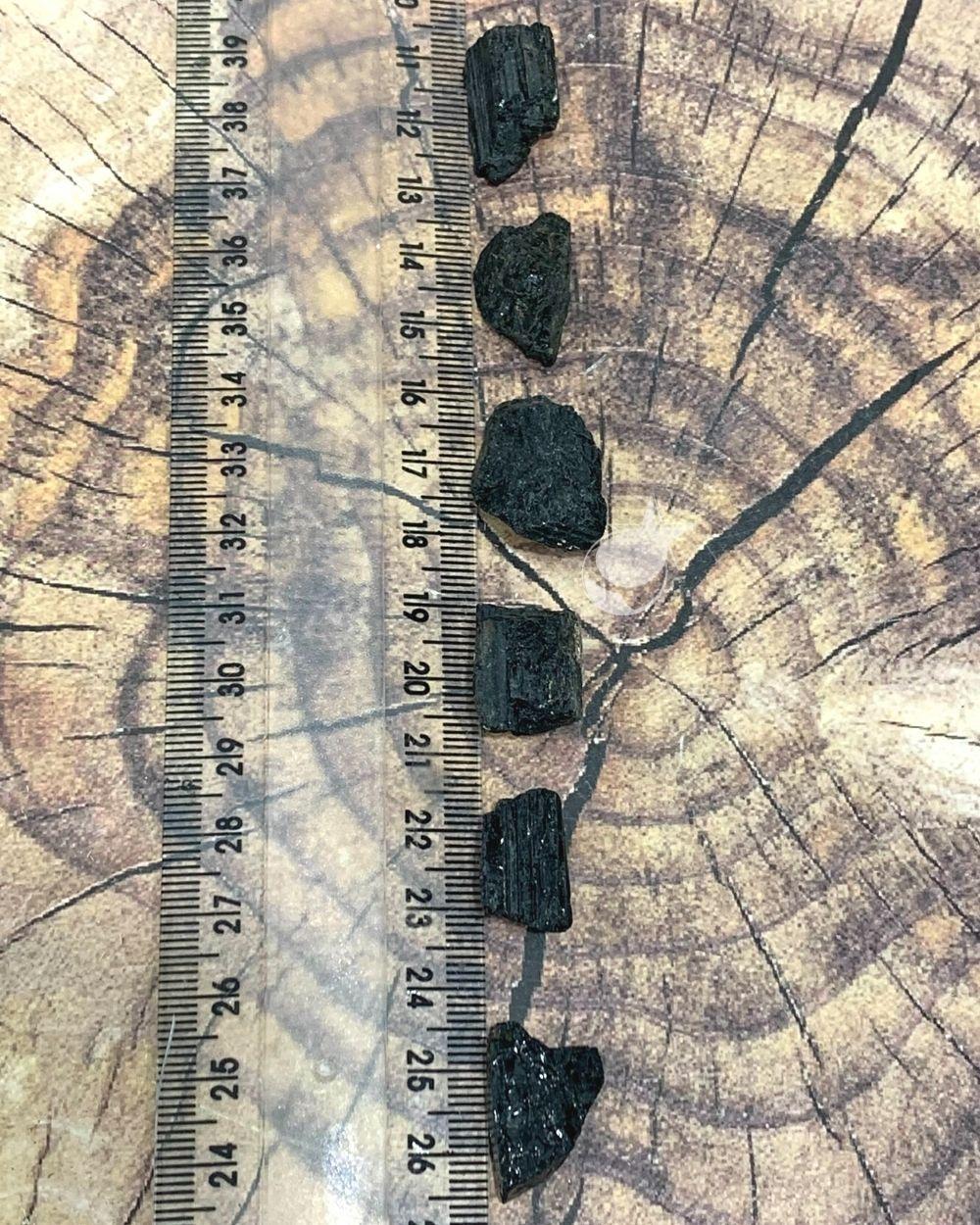 TURMALINA PRETA BRUTA - PACOTE COM 25g (5 a 6 pedras)