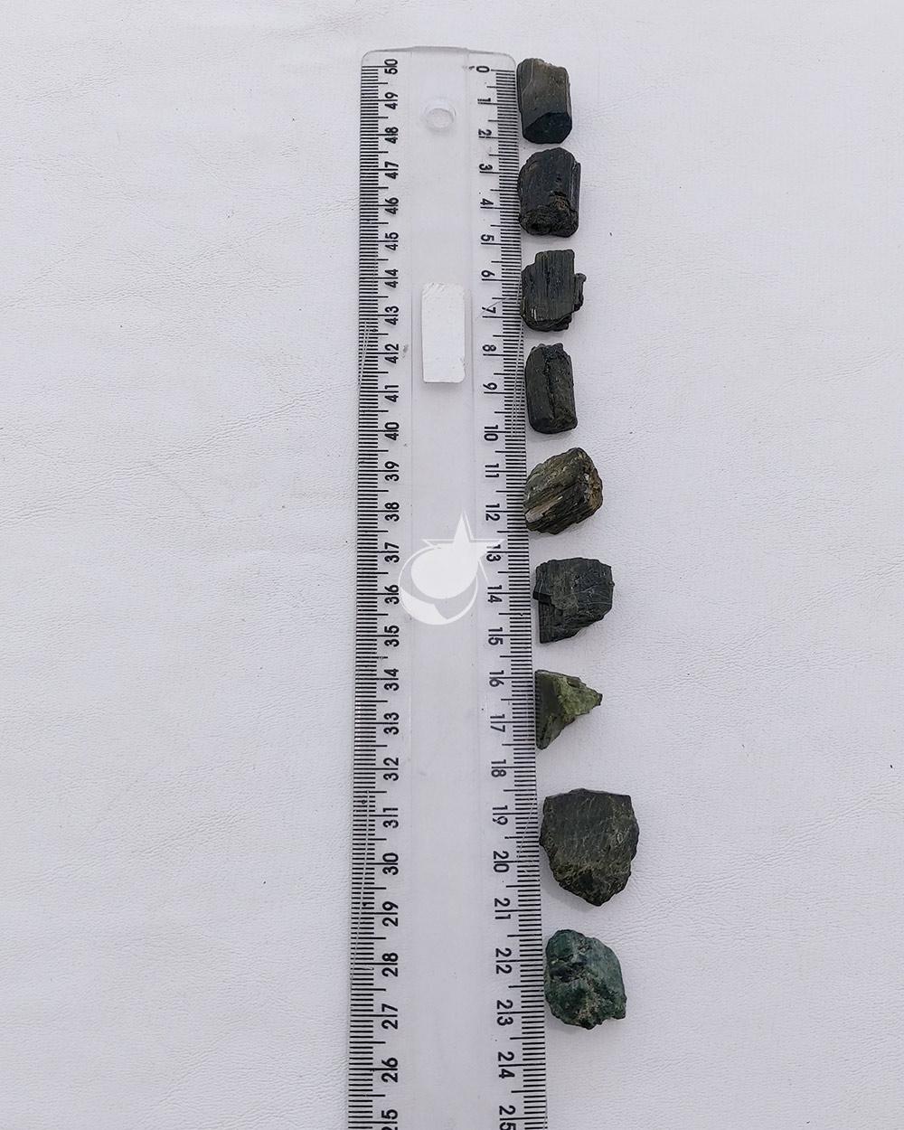TURMALINA VERDE BRUTA- UNIDADE- 1,5 a 2 cm -  (4 a 6g)