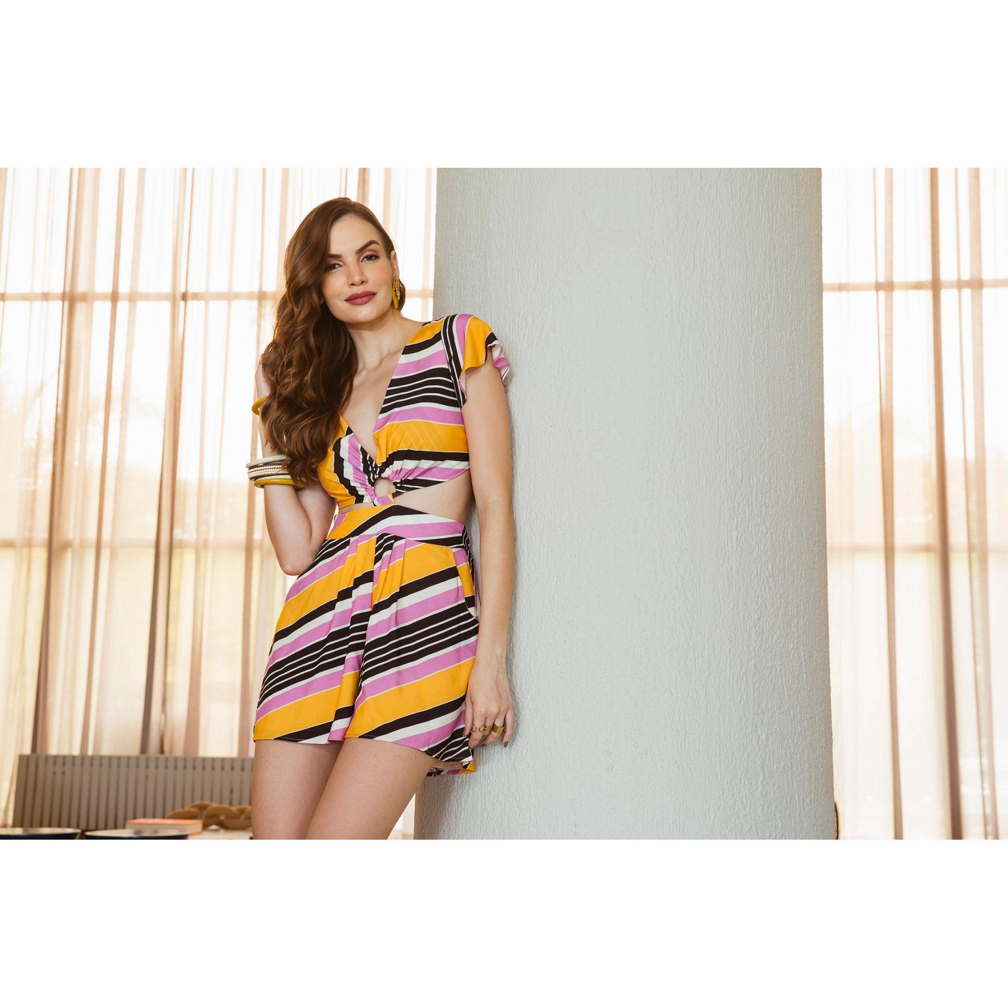 aa27e8ac43 Macacão Curto Estampado - VANKOKE - Moda Feminina - Vestidos