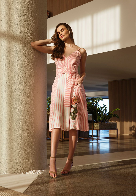 67fe662f2 Vestido Chanel Bordado Branco com Rosa - VANKOKE - Moda Feminina ...