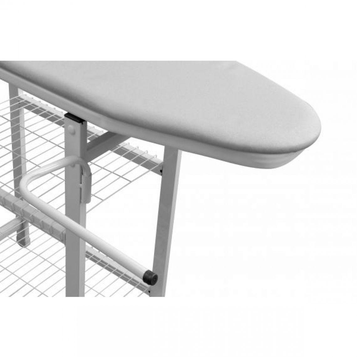 Mesa de Passar Roupas com prateleiras, cabides, passa mangas e apoio para ferro de passar.