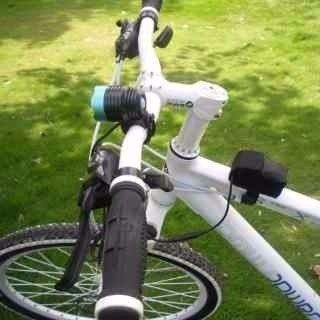 Farol Bike Led Para Bicicleta Com Foco Ajustável Bateria 4hs