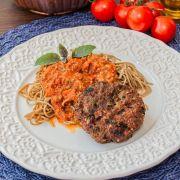 Hambúrguer de Carne, Espaguete de Espinafre, Molho Bolonhesa