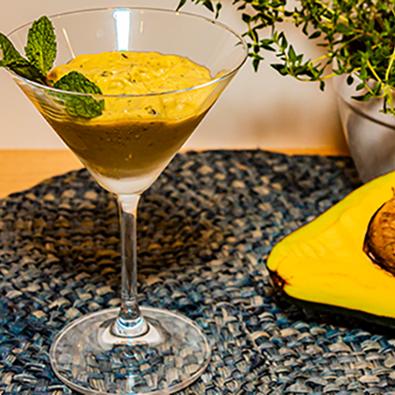 Creme de abacate com hortelã