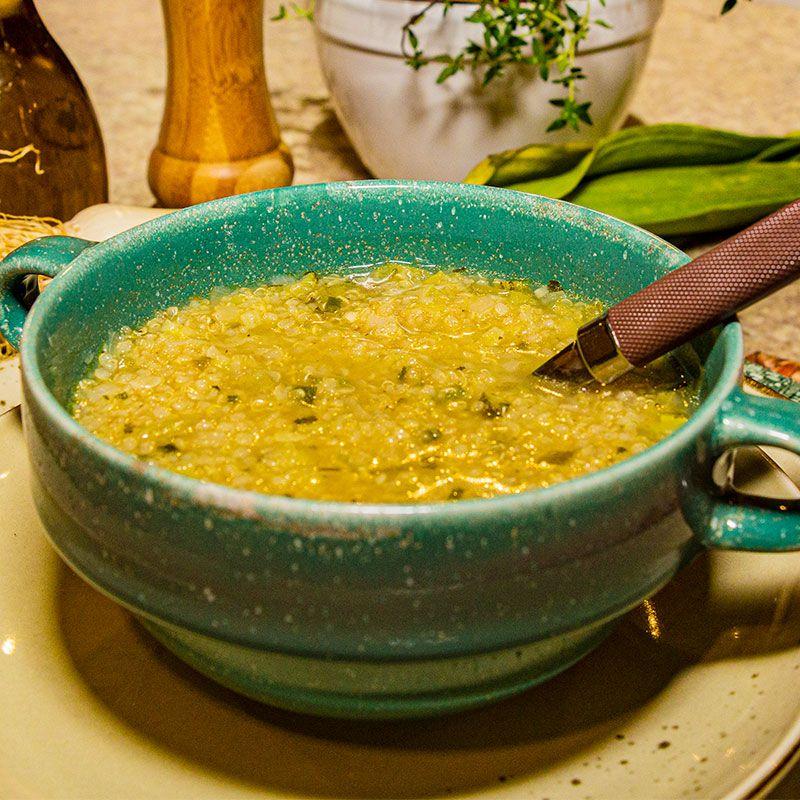 Sopa de quinoa com alho poró