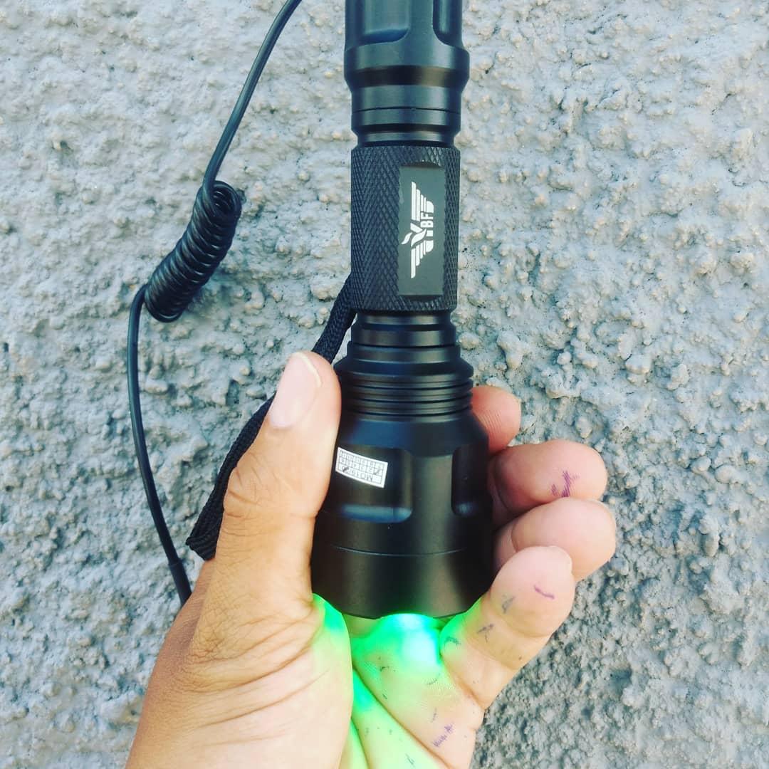 Lanterna Tática Militar Verde Caça Pesca  YBF-SGC8 Original