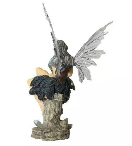 Estátua Fada Sentada no Pedestal (23cm)
