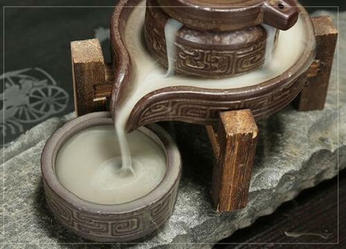 Incensário Cascata Pedra em Cerâmica com Suporte em Madeira