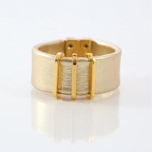 Pulseira de Couro Grossa Detalhe Dourado Banhada a Ouro 18k