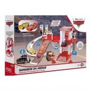 Brinquedo Mcqueen Garagem com Acessórios e 2 Carros - Toyng