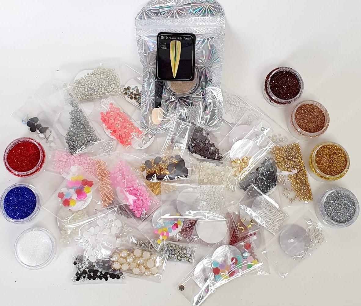 kit com 42 pacotes de pedrarias + 8 glitter fino