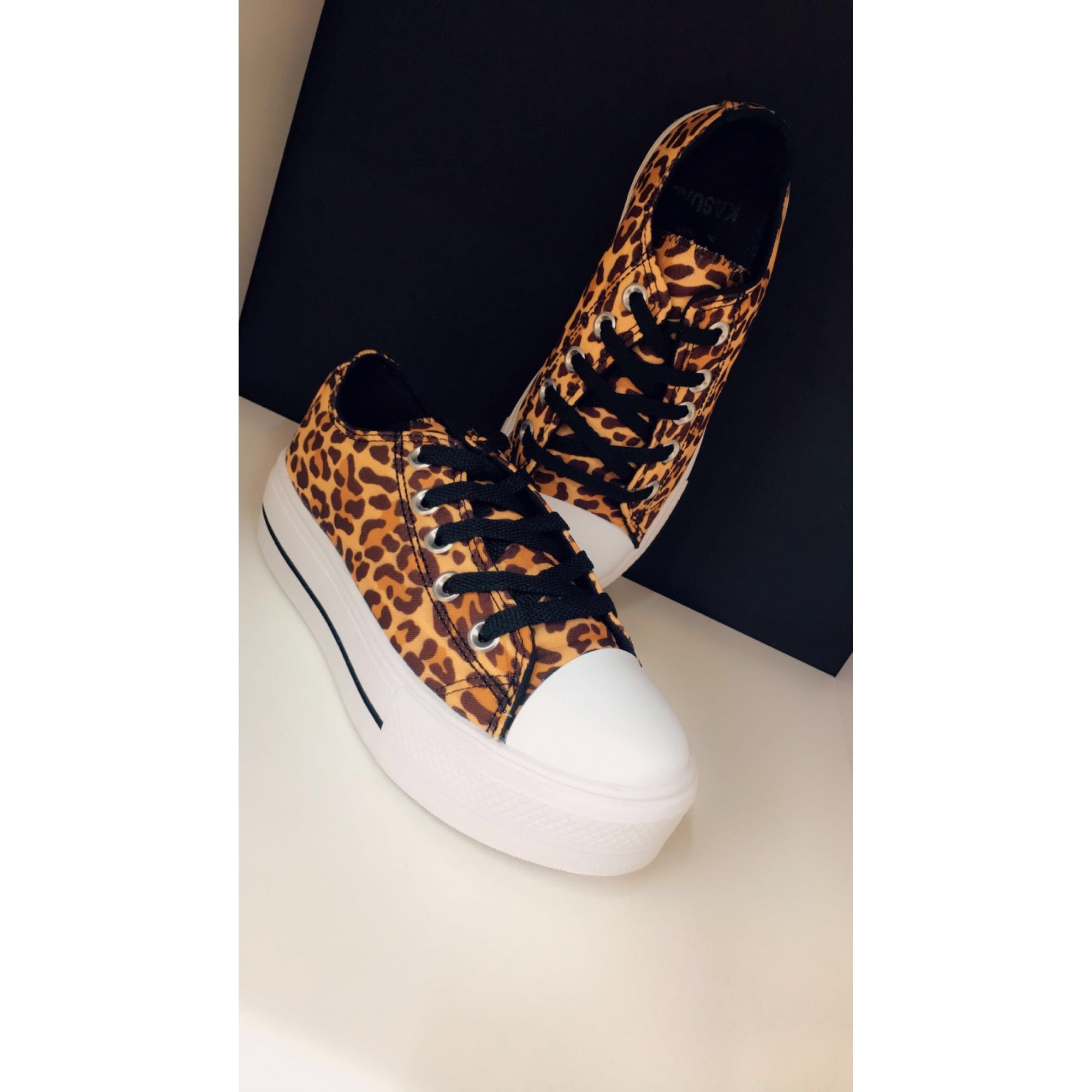 TENIS KASUAL ANIMAL PRINT ONÇA 6000