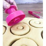 Forma Para Donuts Com Pinça - Modela E Corta - Branco