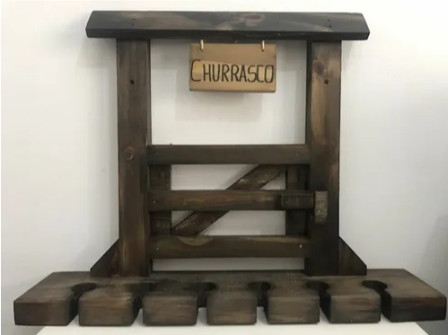 Porta Espeto Colonial Em Madeira Para Parede - Churrasco