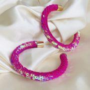 Argola Maxi Paetês Pink Banhado em Ouro 18k