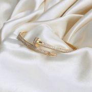 Bracelete em formato de Prego Cravejado em Zircônias Banhado em Ouro 18k