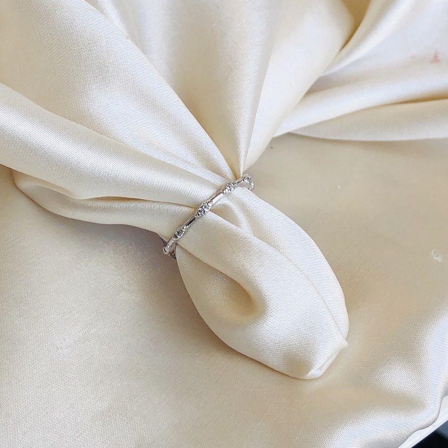 Anel Bolinhas Cravejadas Banhado em Ródio Branco