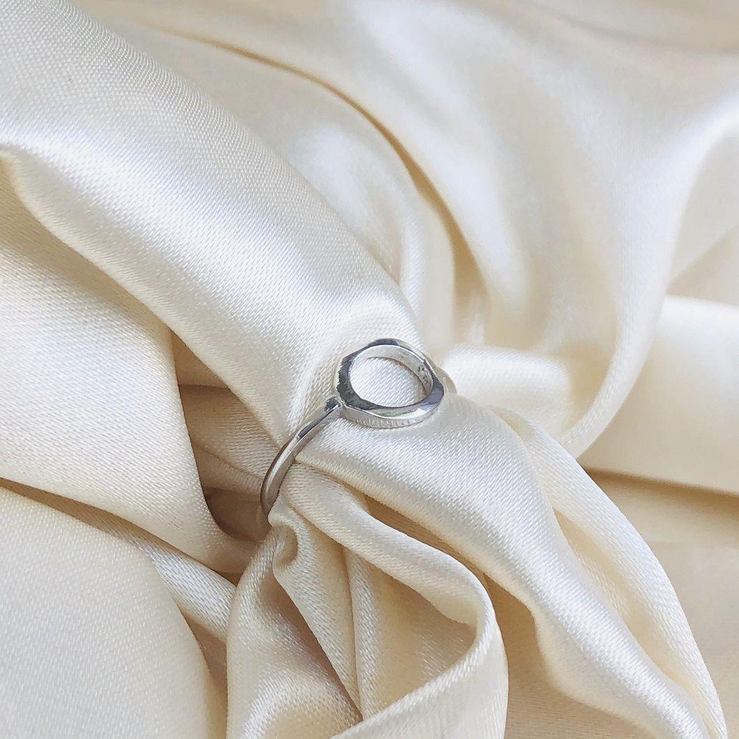 Anel Círculo Vazado Banhado em Ródio Branco