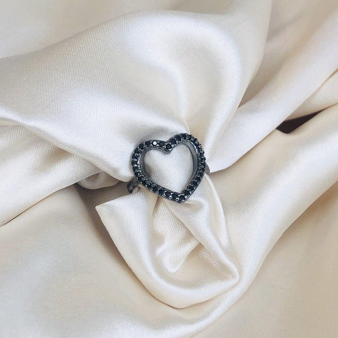 Anel Coração Cravejado em Zircônias Ônix Banhado em Ródio Negro