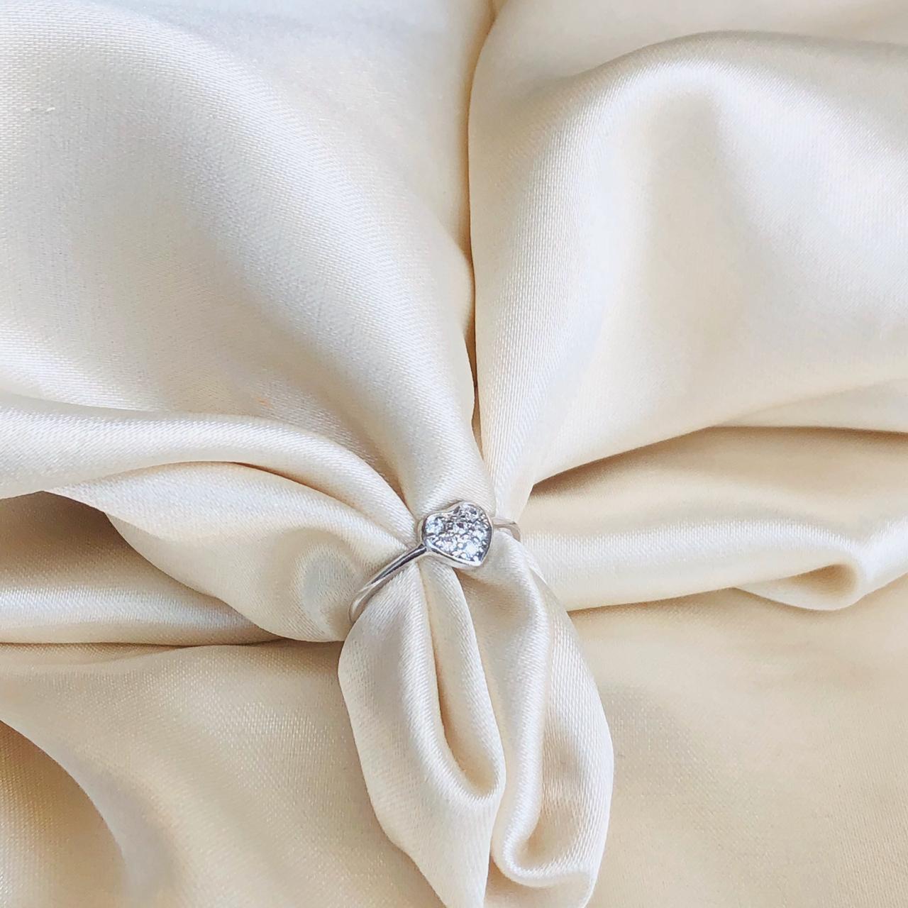 Anel de Falange Coração Cravejado Banhado em Ródio Branco