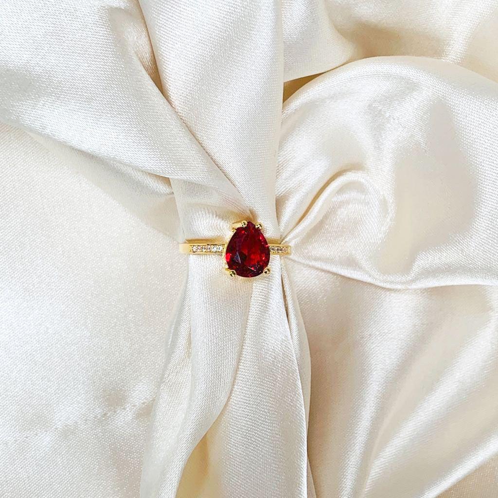 Anel Gota Rubi com Lateral Cravejada Banhado em Ouro 18k