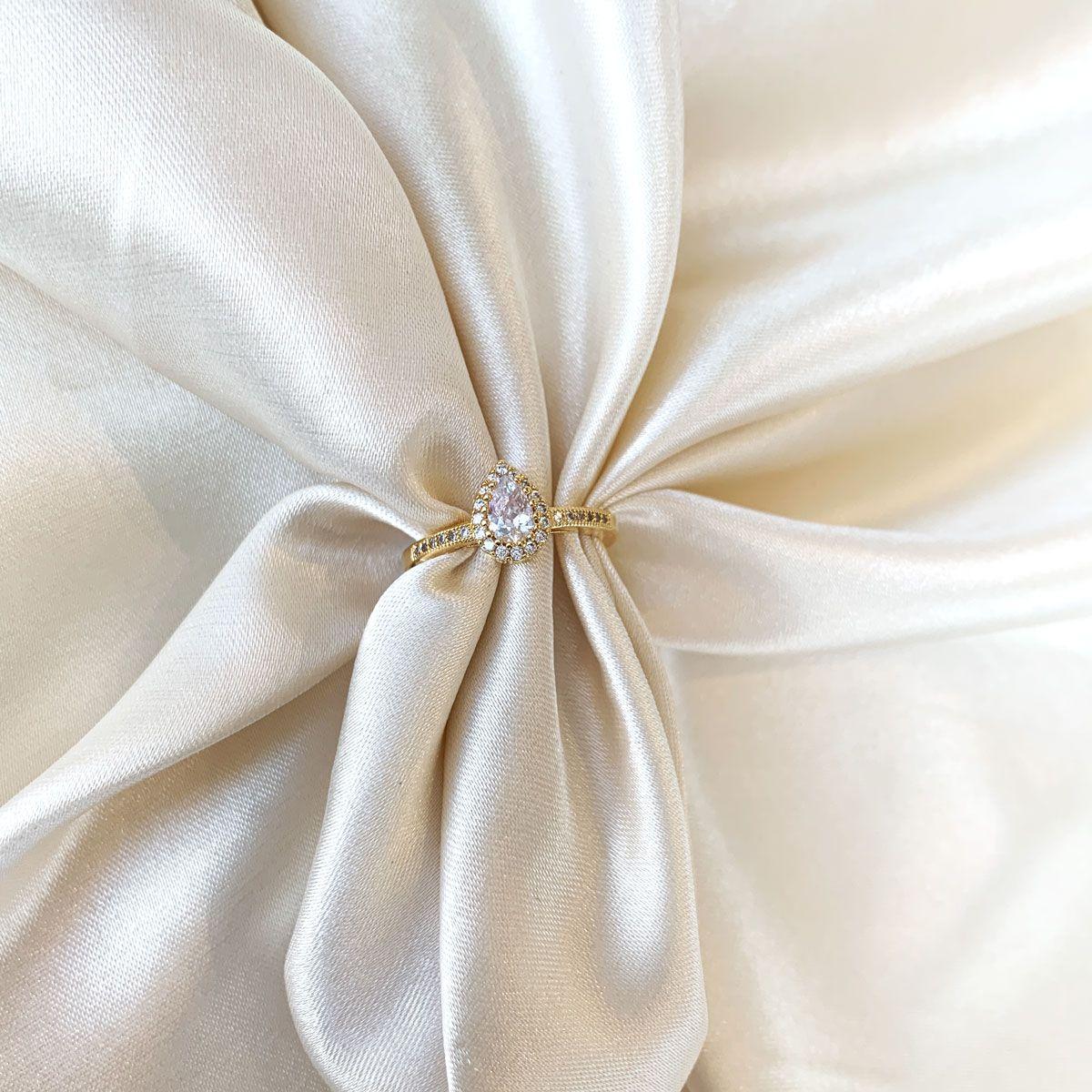 Anel Gotinha Cristal Cravejada Banhado em Ouro 18k