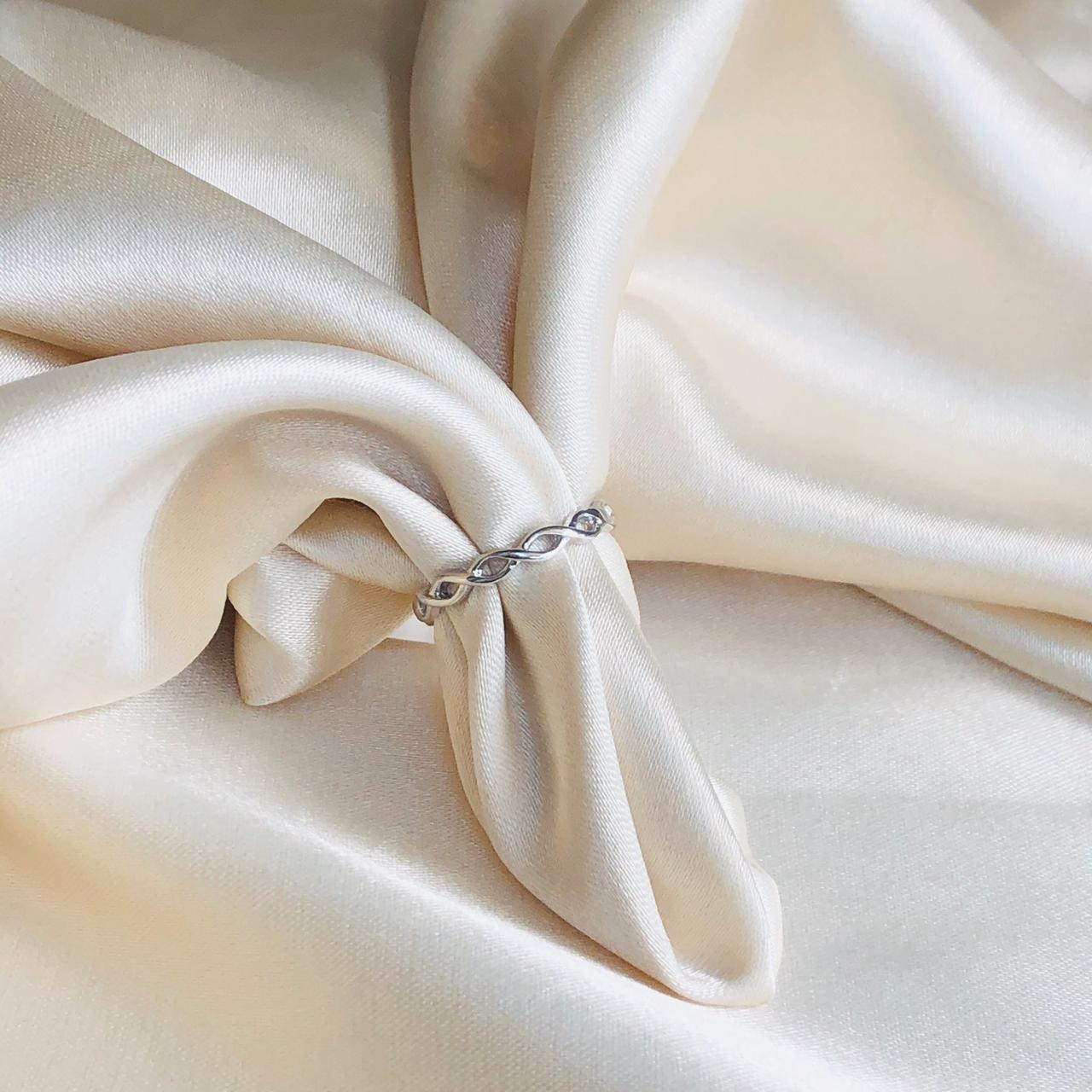 Anel Infinito Banhado em Ródio Branco