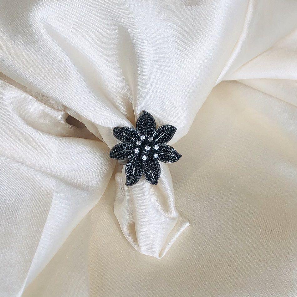 Anel Maxi Flor Cravejada com Zircônias Ônix Banhado em Ródio Negro