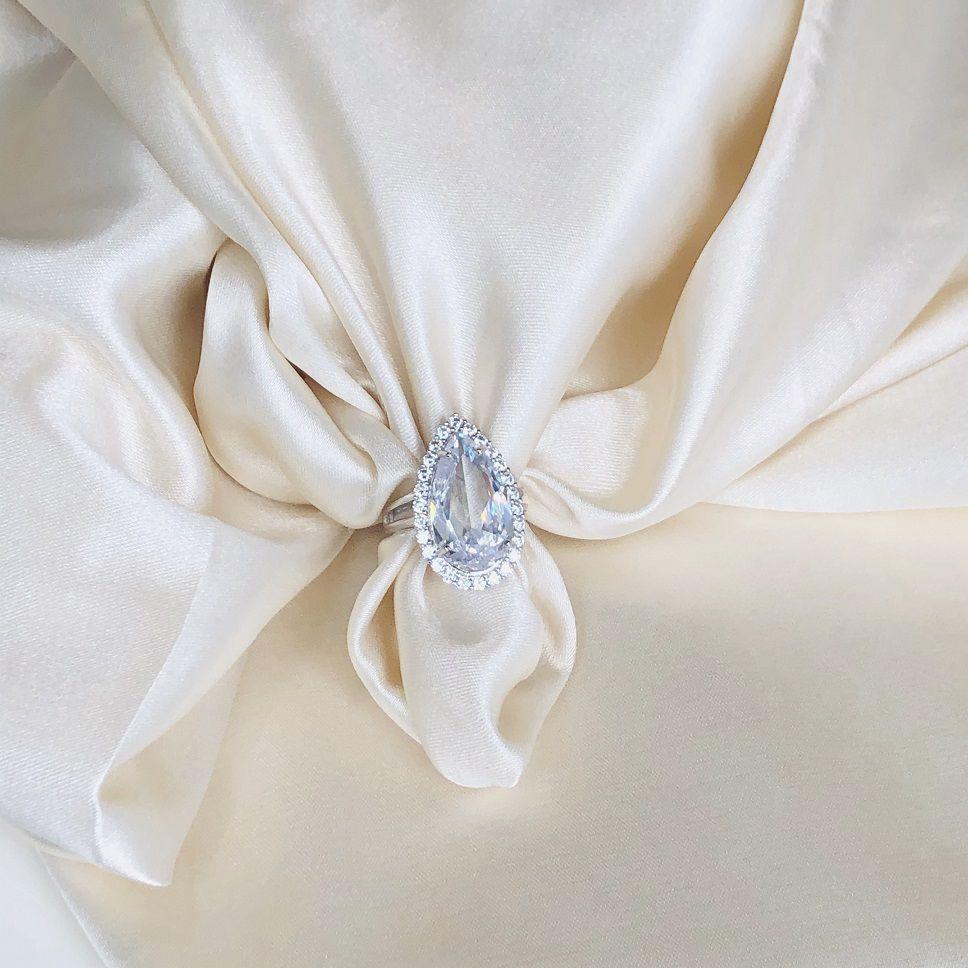 Anel Cravejado Maxi Gota Cristal Banhado em Ródio Branco
