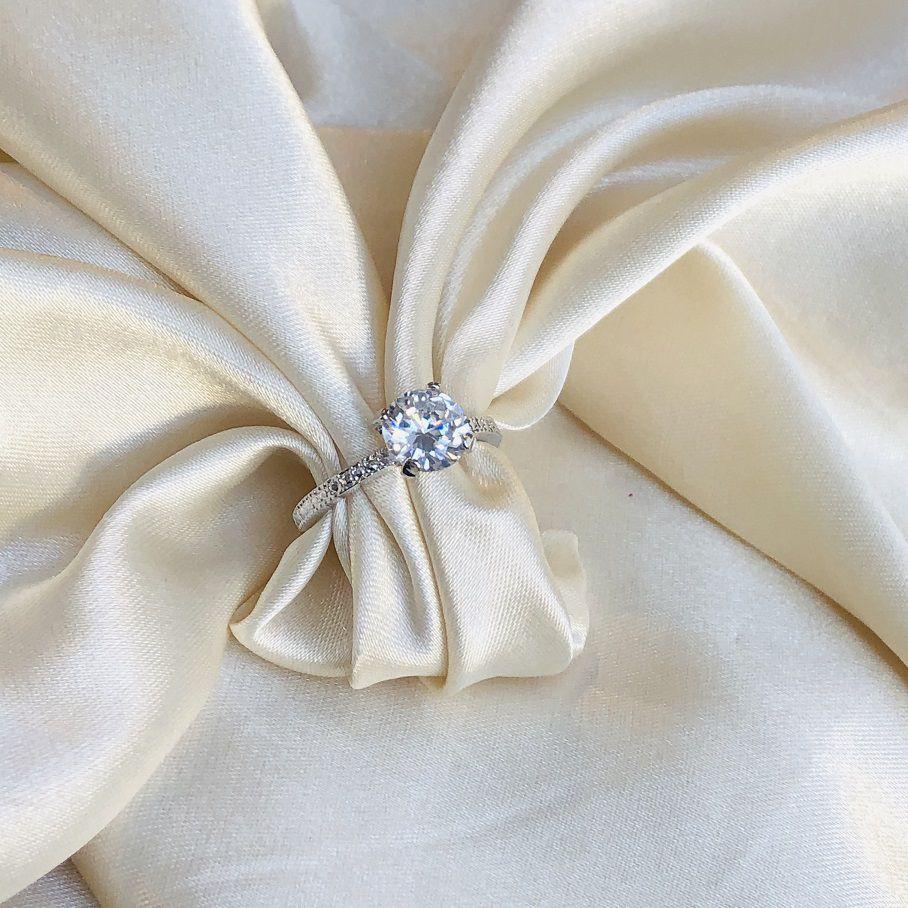 Anel Maxi Zircônia Redonda com Textura Metal Banhado em Ródio Branco