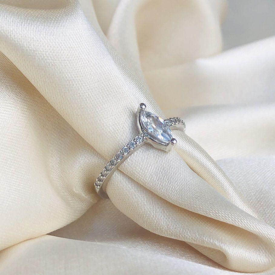 Anel Navete Cristal Cravejado Banhado em Ródio Branco