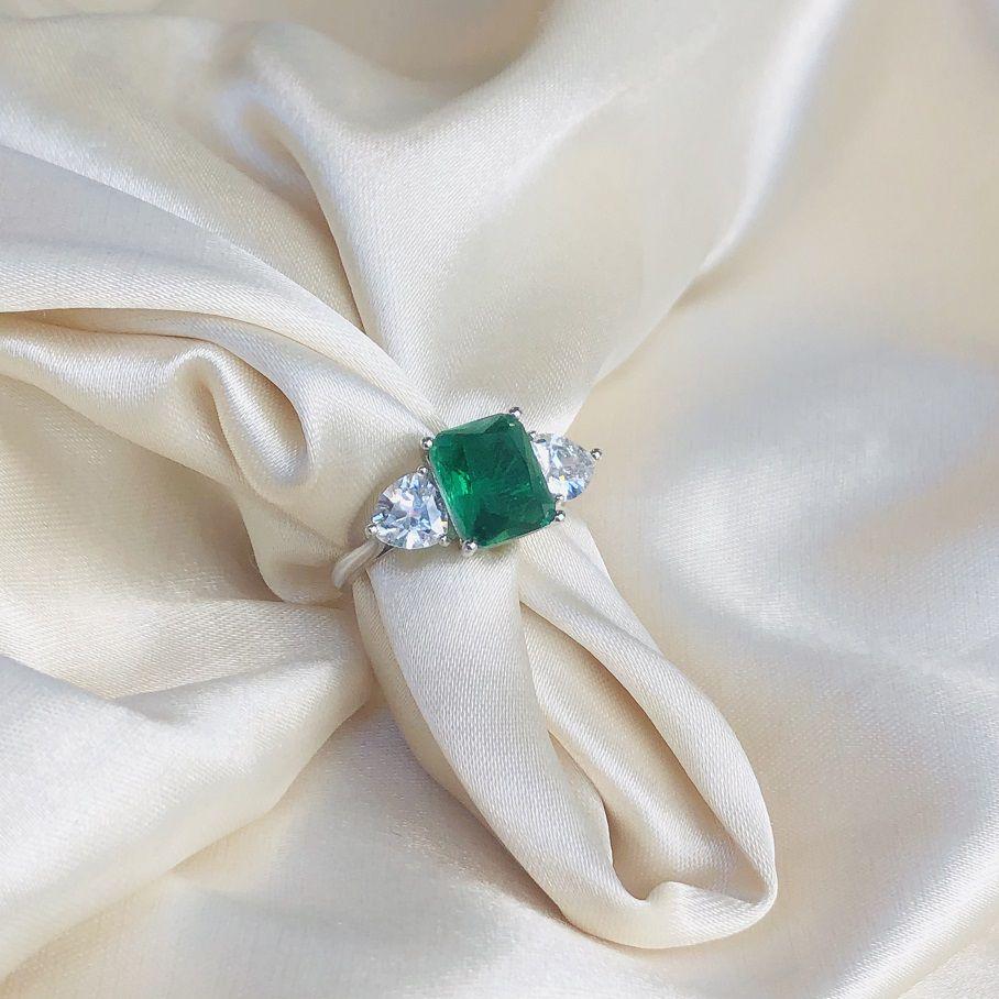 Anel Triplo Esmeralda e Cristal Banhado em Ródio Branco