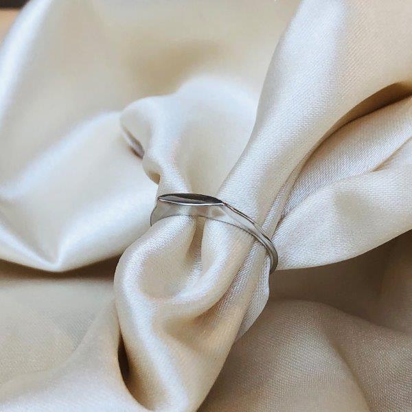 Anel Vintage Liso Banhado em Ródio Branco
