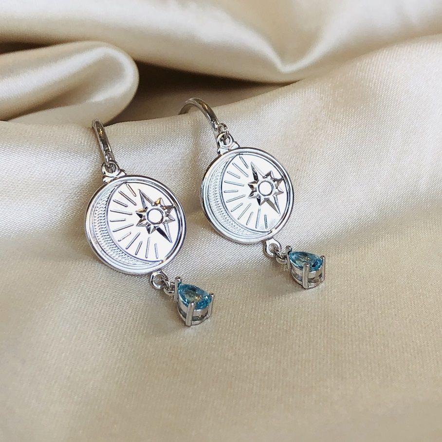 Argola Abundância Medalha Lua e Estrela Banhada em Ródio Branco