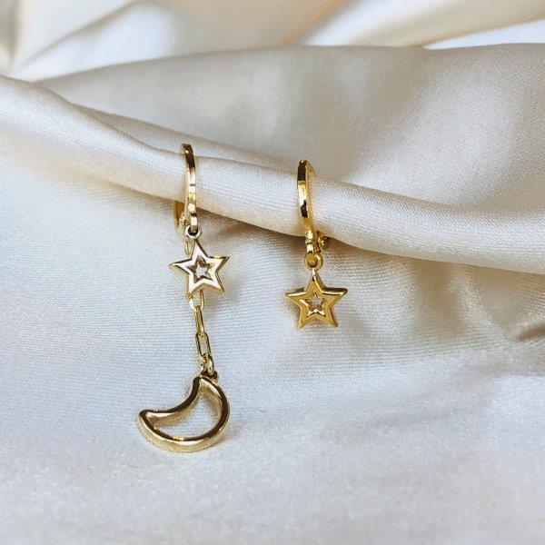 Argolinha Assimétrica Estrelas e Lua Banhada em Ouro 18k
