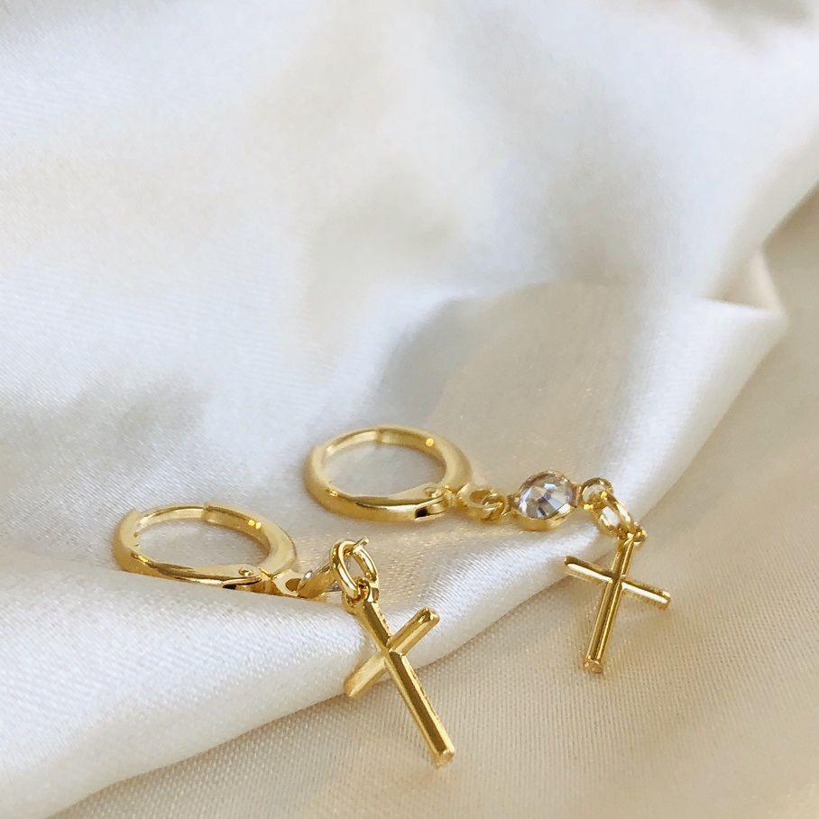 Argolinha com Pingente de Cruz com Zircônia Banhada em Ouro 18k