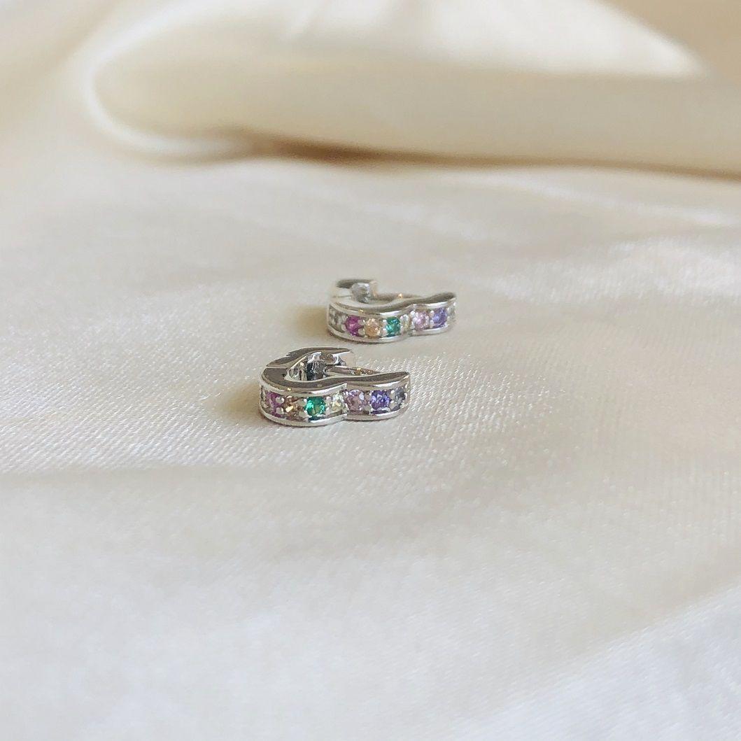 Argolinha de Coração Cravejada com Zircônias Coloridas Banhada em Ródio Branco