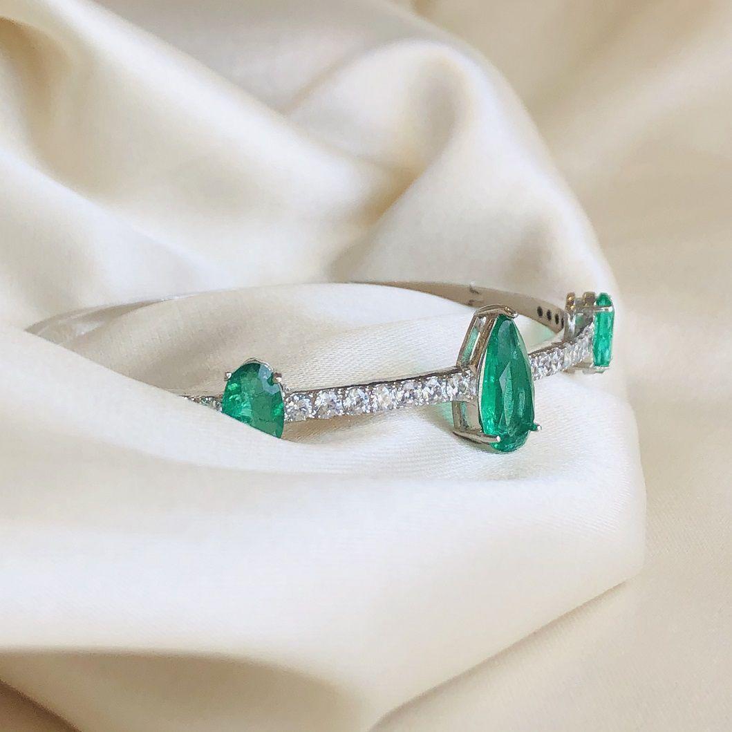 Bracelete com Gota Fusion Esmeralda e Cravejado de Zircônias Cristal Banhada Ródio Branco