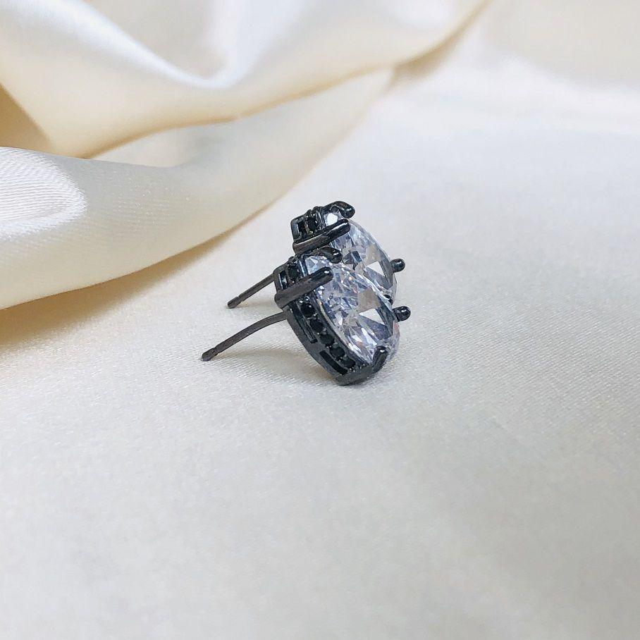 Brinco Gota Cristal com Cravejado Ônix Lateral Banhado em Ródio Negro