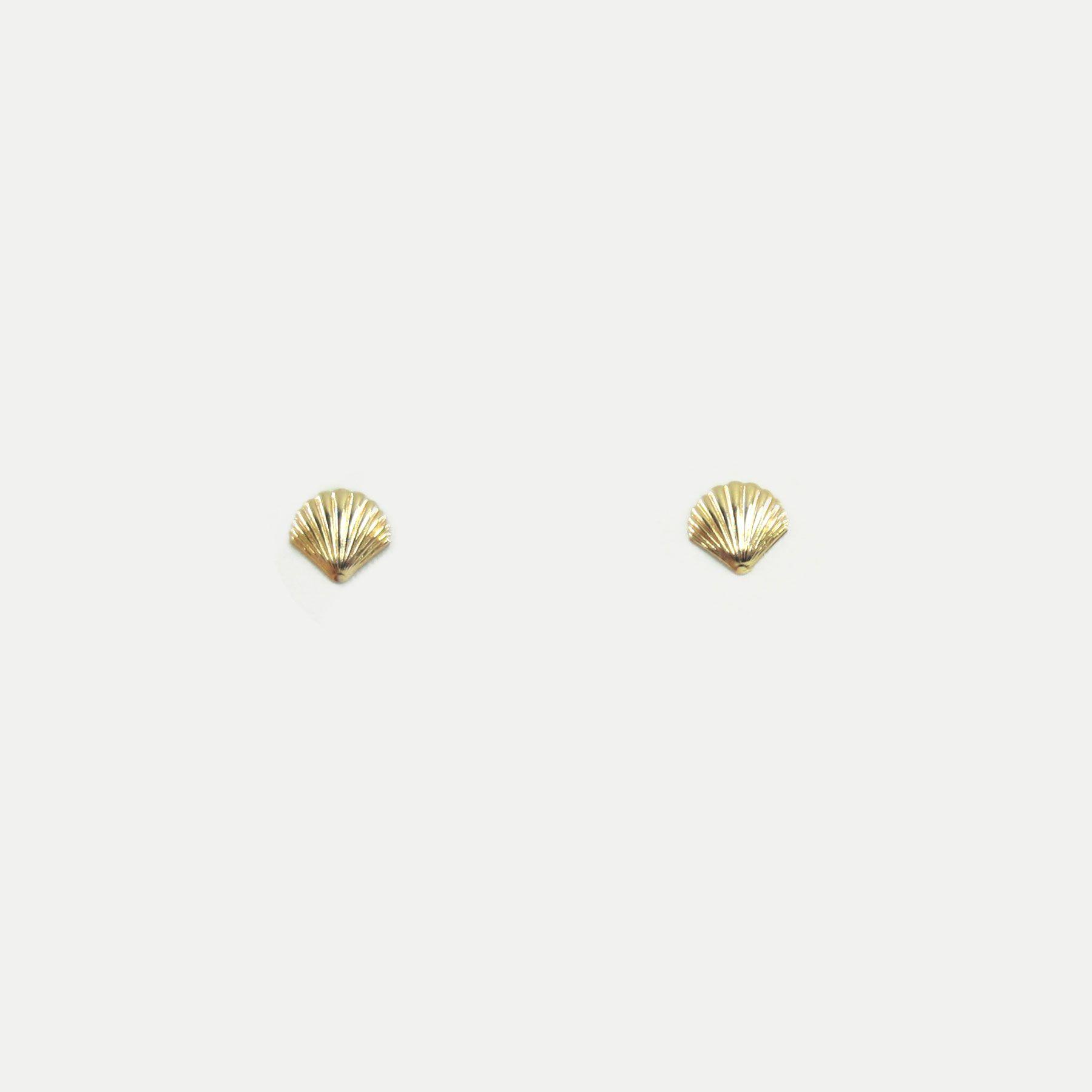 Brinquinho de Concha Banhado em Ouro 18k