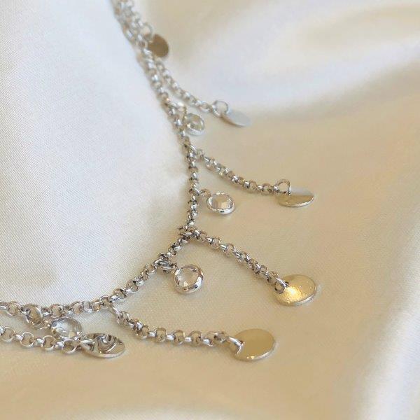 Choker Medalhinhas e Zircônias Penduradas Banhada em Ródio Branco