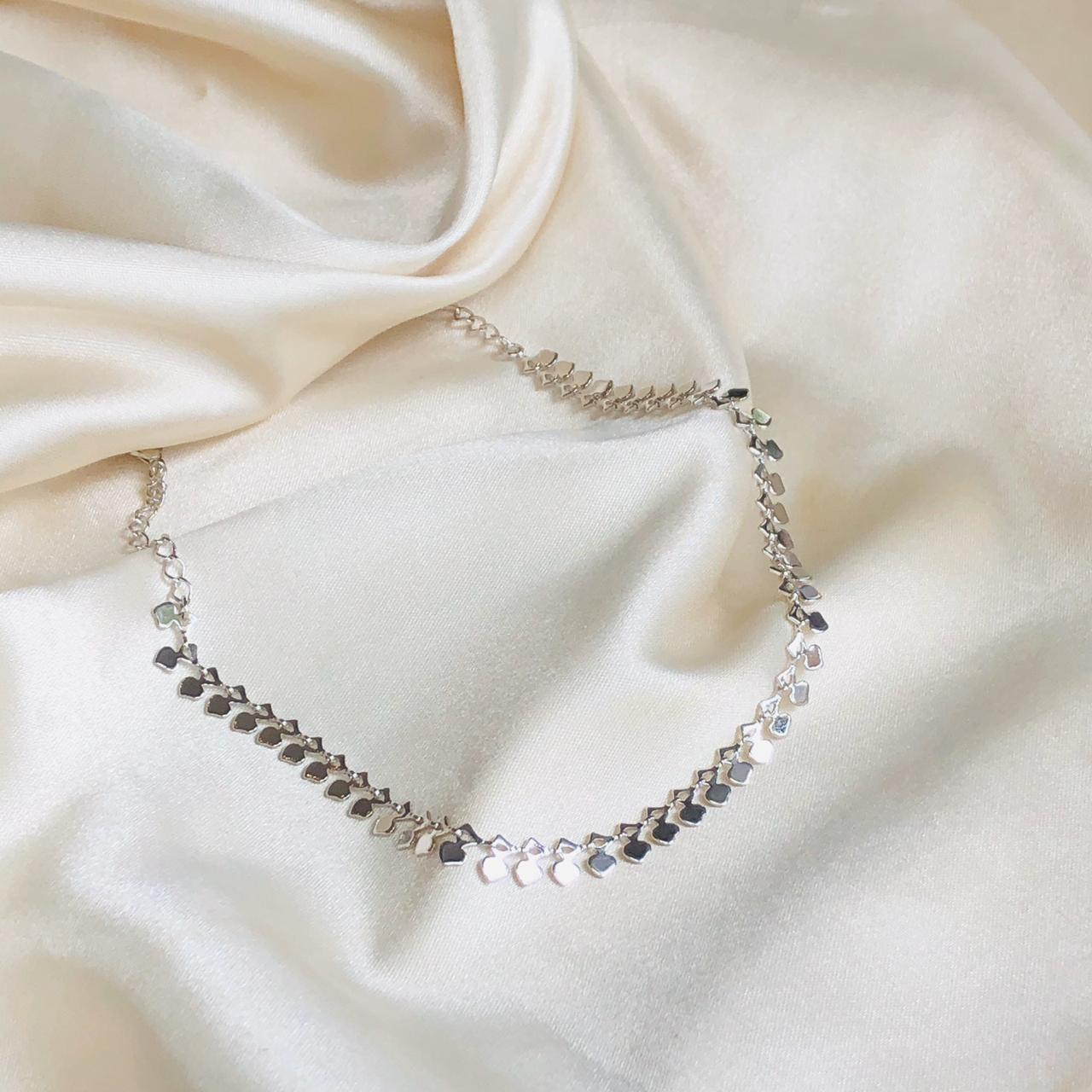 Choker Metalizada em Formato de Corações Banhada em Ródio Branco