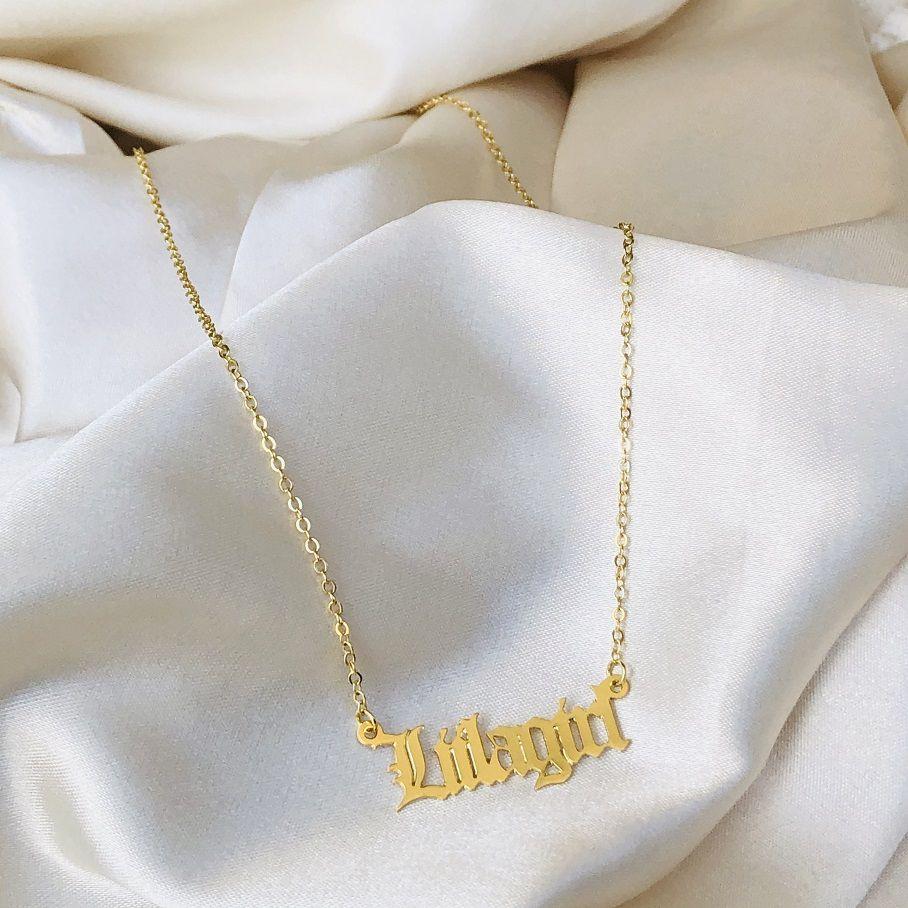 Colar LIILAgirl Fonte Gótica Banhado em Ouro 18k