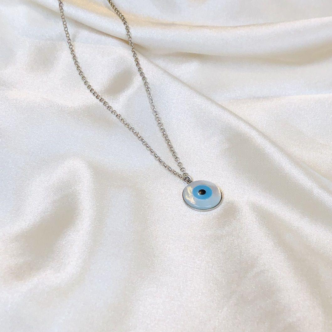 Colar Longo com Pingente de Olho Grego em Madre Pérola Banhado em Ródio Branco