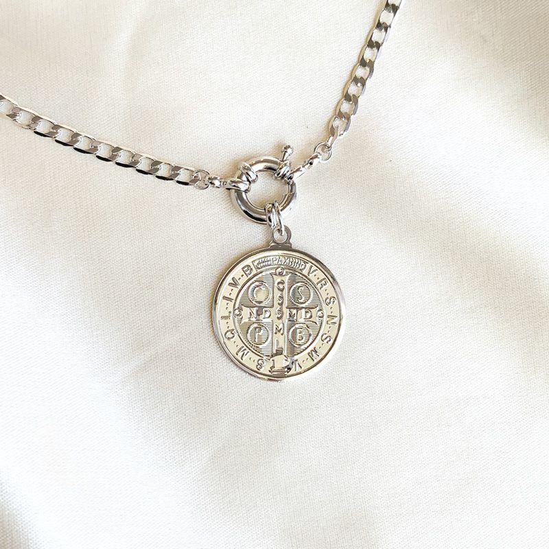 Colar Longo Medalha de São Bento Banhado em Ródio Branco