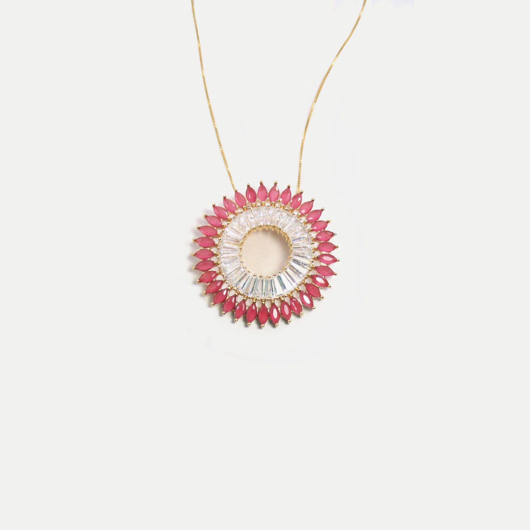 Colar Mandala Cravejada em Zircônias Rubelita e Cristal Banhada em Ouro 18k