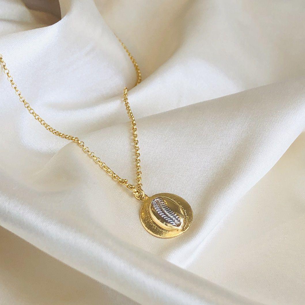 Colar Medalha Búzio Banhado em Ouro 18k 75cm