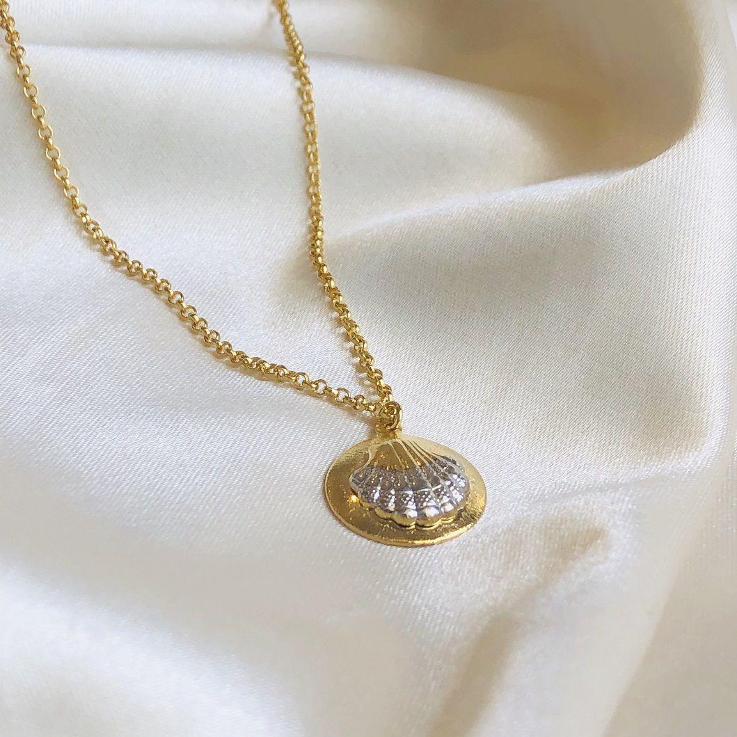 Colar Medalha Concha Banhada em Ouro 18k 45cm